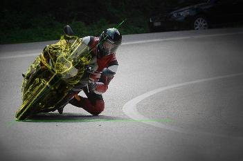 kak-pravilno-prohodit-povorot-na-mototsikle